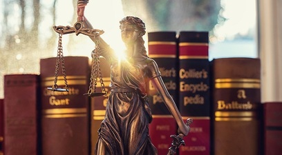 Avvocato legge bilancia